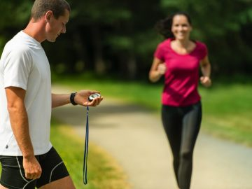 What are the benefits of having a personal trainer?
